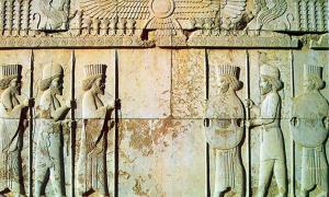 Apadana Hall, 5th century BC carving of Persian and Median soldiers in traditional costume (Medians are wearing rounded hats and boots). The Magi were a group of immigrants from Media who followed the Zoroastrian faith.