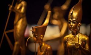 Golden treasures that were found inside Tutankhamun's tomb.