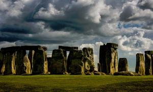 Are There Really Plans to Build a Tunnel Under Stonehenge?
