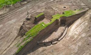 Ukrainian Burial Mound Dig Reveals 5,500-Year-Old Stonehenge-like Structure