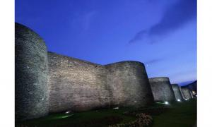 Examining the Impressive Ancient Roman Walls of Lugo