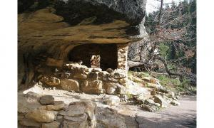 Walnut Canyon: Home of the Pre-Columbian Sinagua People