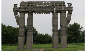 A photo of the Warangal Fort's Kakatiya Kala Thoranam.