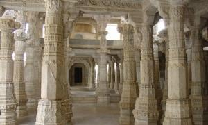 The White Temple of Ranakpur: 1444 Decorated Pillars and No Two are Alike!