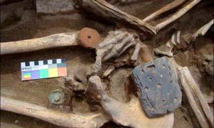 Skeleton of Xiongnu female with coal buckle. Image: Marina Kilunovskaya