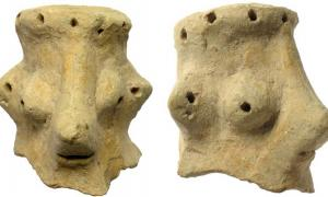 A professor of archaeology has made a controversial claim that a 3,000-year-old clay head, found at Khirbet Qeiyafa in Israel, is a Yahweh idol representing the Jewish god Yahweh. Source: Clara Amit / Israel Antiquities Authority
