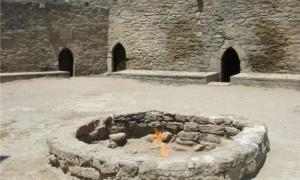 """The Zoroastrian Ateshgah """"Fire Temple"""" near Baku, Azerbaijan. The temple was built over natural burning vents which no longer provide gas, and so the flame is now artificially fed via a pipe."""