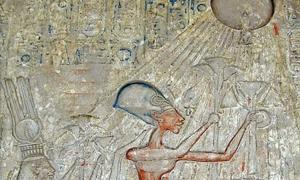 Detail of panel with adoration to Aten.
