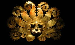 Ancient Peruvian mask made of gold (Carlos Santa Maria / Adobe Stock)