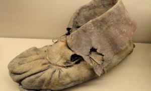Ancient children's shoes found in Utah cave