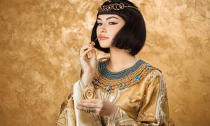 Cleopatra's use of perfume was famous.       Source: EmotionPhoto / Adobe Stock