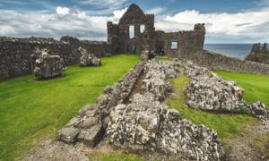 Archaeological site (Dunluce Castle ruins) in Northern Ireland. Source: Goinyk / Adobe Stock.
