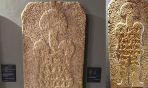 "The stele dubbed by some as the ""astronaut of Casar"" is exhibited in the Caceres Museum, Caceres, Spain.      Source: Left; Alberto del Barrio Herrero / CC BY-SA 2.0, Right; verpueblos"