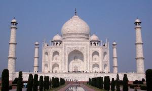The beautiful monument, Taj Mahal.