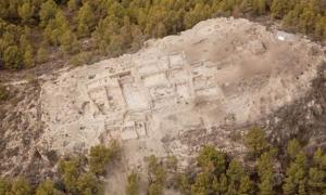 Bronze Age palace and huge trove of grave goods in Spain