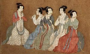 The female musicians in the center of the image are playing transverse bamboo flutes and guan