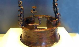 6,000-year-old crown in Dead Sea cave