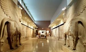 The National Museum of Iraq. Many of the pieces discovered at the ruins of Ur, arranged and labelled by Ennigaldi-Nanna, can be found here. Source: Jdx / CC BY-SA 4.0.