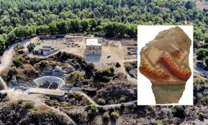 Main: Aerial view of Sepphoris. Inset: Guilloche, in a fresco from Zippori, dating from the early Second Century AD