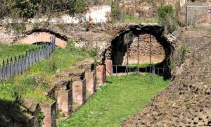 The old imperial port of Rome reveals its archaeological remains.