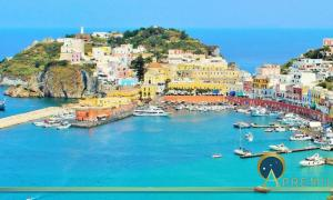 Harbor view of the island of Ponza (Marja /Adobe Stock)