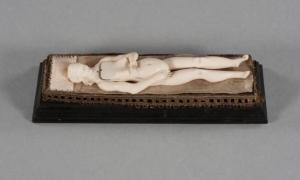 One of the ivory manikins reclining on its 'bed' with all its organs placed inside. Source: RSNA