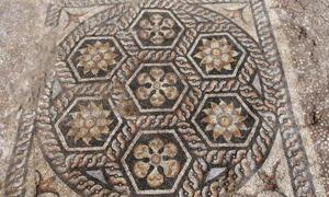 Ancient mosaic discovered in Kom-El-Dikka. Source: Ministry of Antiquities / Facebook.