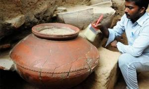 A large pot found at Keeladi. (Keeladi Tamil Civilization)