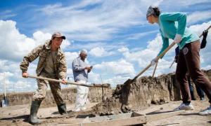 SUSU students researching a necropolis Kamenny Ambar-5