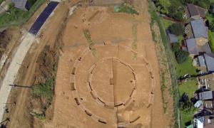 Neolithic henge and barrow in Kent