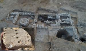 Israel Antiquities Authority excavation of the earliest soap factory in Israel, and the oldest vegan soap factory in the world.     Inset; ancient game board found at the Rahat site.   Source: Emil Aladjem / Israel Antiquities Authority