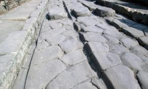 The passage of carts over decades could cause ruts (like the one shown), particularly in high-traffic areas of Pompeii.