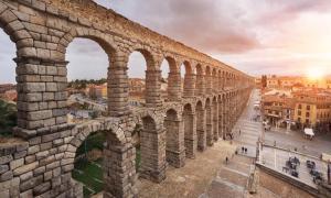 The Aqueduct of Segovia, Castilla y Leon, Spain. Source: herraez / Adobe Stock.