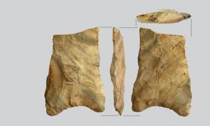 The stone tools found at Bear Creek include the upper two in the photo with rare concave bases.