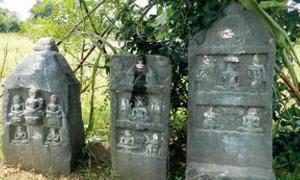 Tablets left in honor of family members who practiced Sallekhana