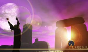 Druid greets the dawn at Stonehenge (heywoody  / adobe stock)