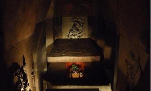 A reconstruction of Pakal's tomb in the Museo Nacional de Antropología