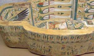 Archaeologists unearth 3,000-year-old Egyptian tombs