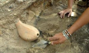 : Discovery of the vessel.