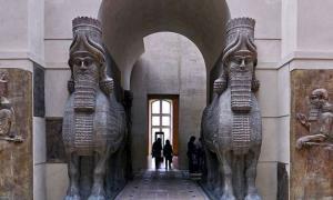 Human-headed winged bulls guarding a door in Dur-Sharrukin.