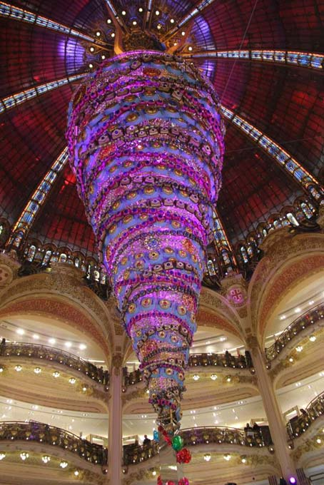 An upside-down Christmas tree. Galeries Lafayette.